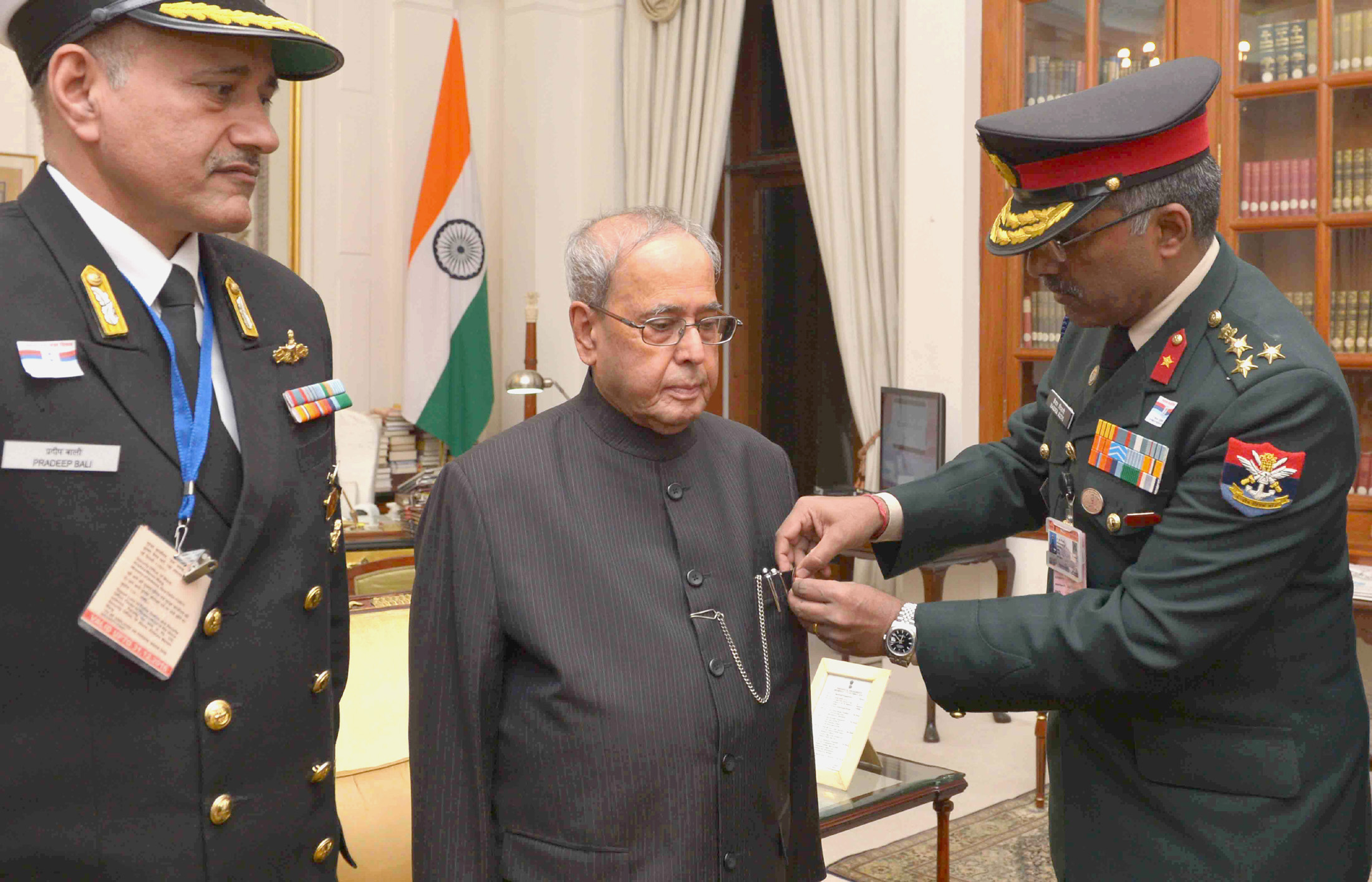 The Secretary, Kendriya Sainik Board,  pinning a lapel on the President, Shri Pranab Mukherjee, on the occasion of the Armed Forces Flag Day, at Rashtrapati Bhavan, in New Delhi on December 07, 2016.