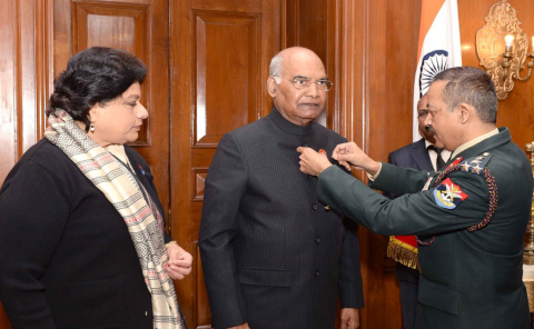 Secretary KSB pinning the AFFD flag to Hon'ble President of India on 07 Dec 2018 . Also seen is the Secy ESW.
